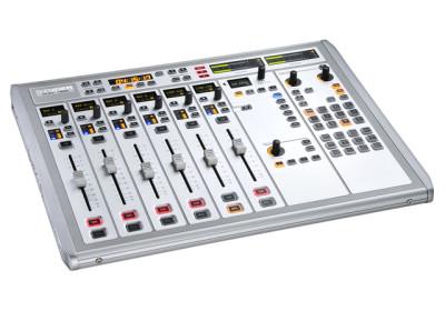 Audio console (20)